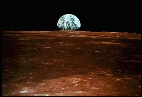východ Zeme na Mesiaci